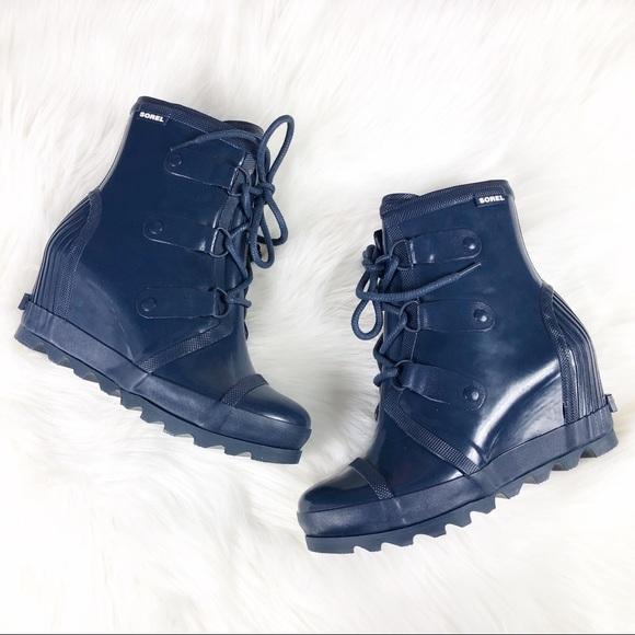 6231ef5f68e3 SOREL • NEW Joan Rain Wedge Gloss Boot